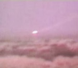 Possibly the most fascinating UFO footage ever captured on camera  Ufo-white-sands-300x264