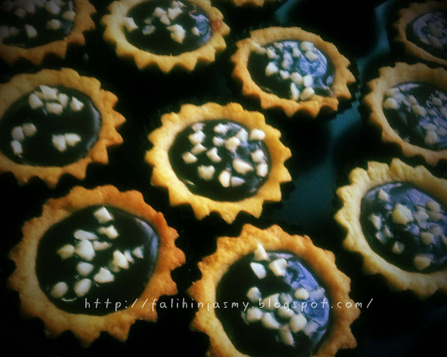 RESEPI BISKUT RAYA: MINI CHOCOLATE TART WITH STRAWBERRY SAUCE FILLING!