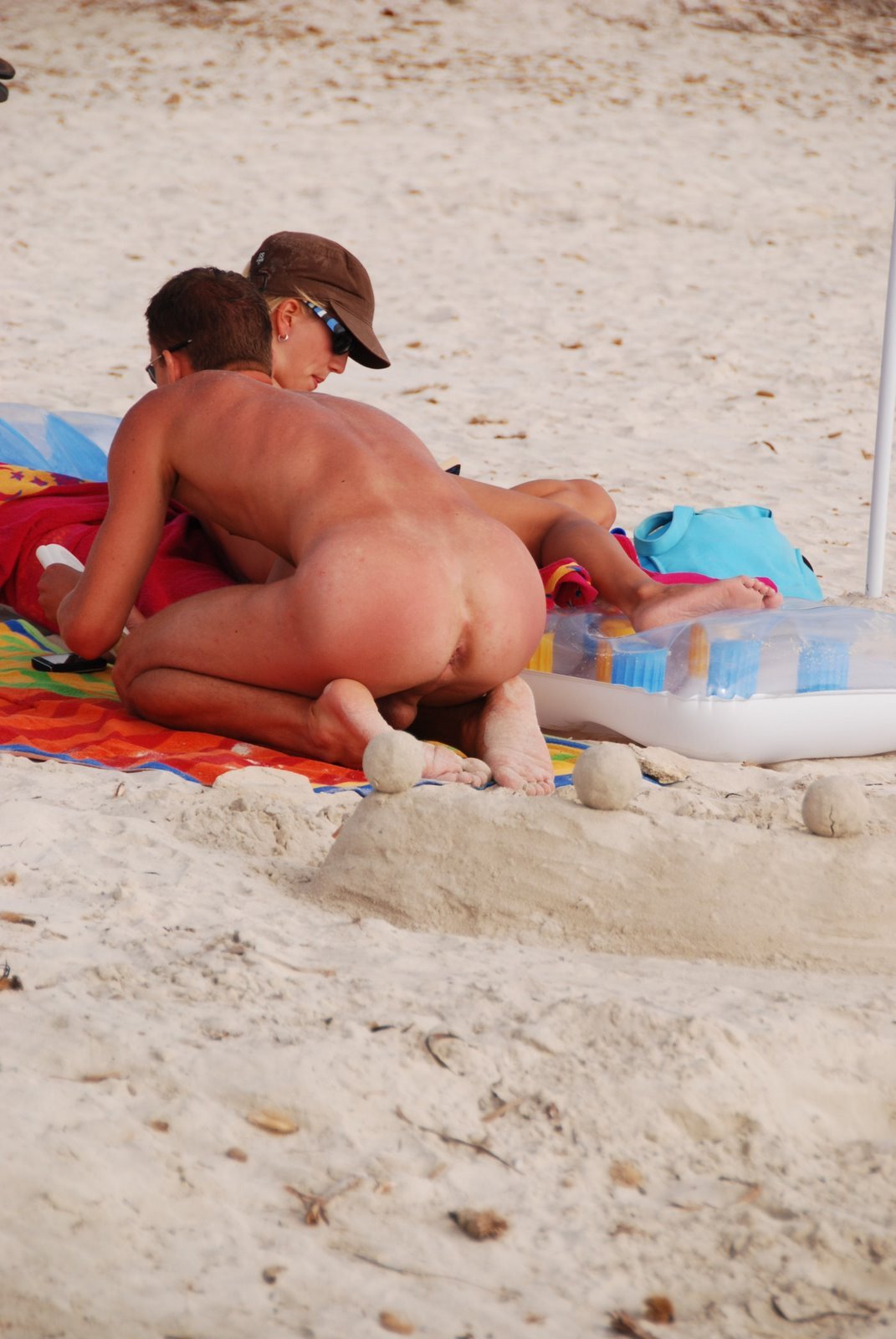 Spy Cam Dude: Hot guy in nude beach