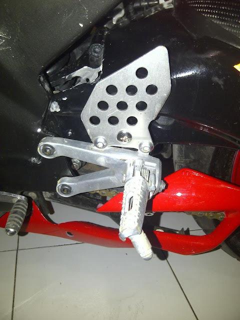 Spesifikasi Modifikasi Motor Vixion ala Ducati ini adalah : title=