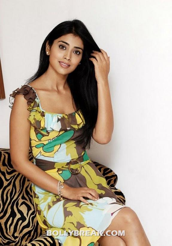 Shriya Saran Fixing hair - (4) - Shriya Saran New photos
