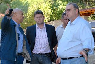 Presidente do DER, Henrique Ribeiro e Prefeito Arlei vistoriam ruas que precisam receber serviços de pavimentação no município