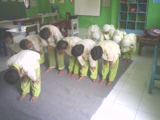 Poto Sholat Anak TK