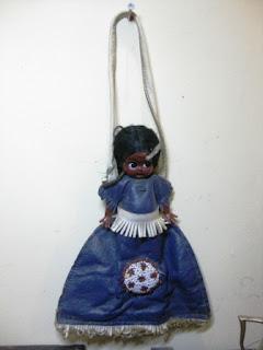 Tas Jinjing Kecil Bahan Kulit dengan Boneka