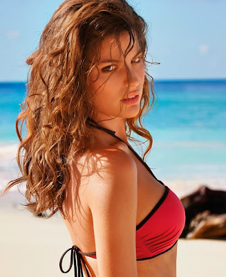 Cameron Russell posing sexy as sensual for Calzedonia bikini model