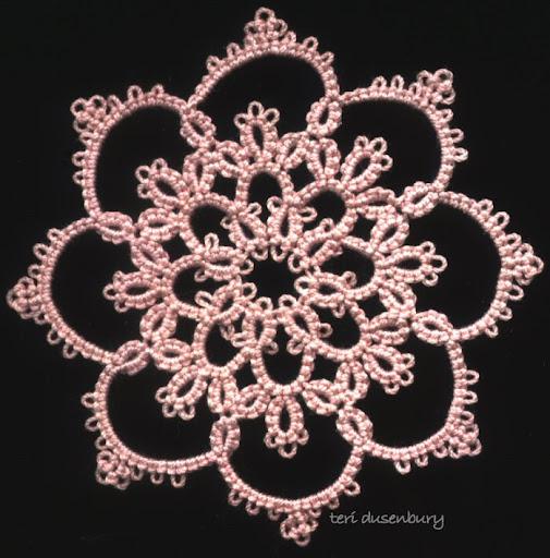 Плетенные челноками снежинки с