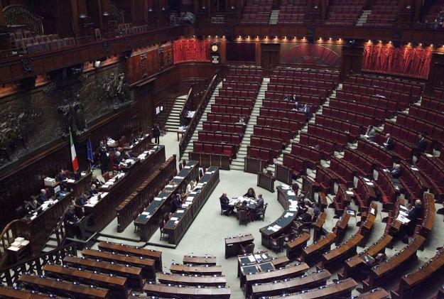 Parlamento ecco gli stipendi d oro dei dipendenti for Dipendenti camera dei deputati
