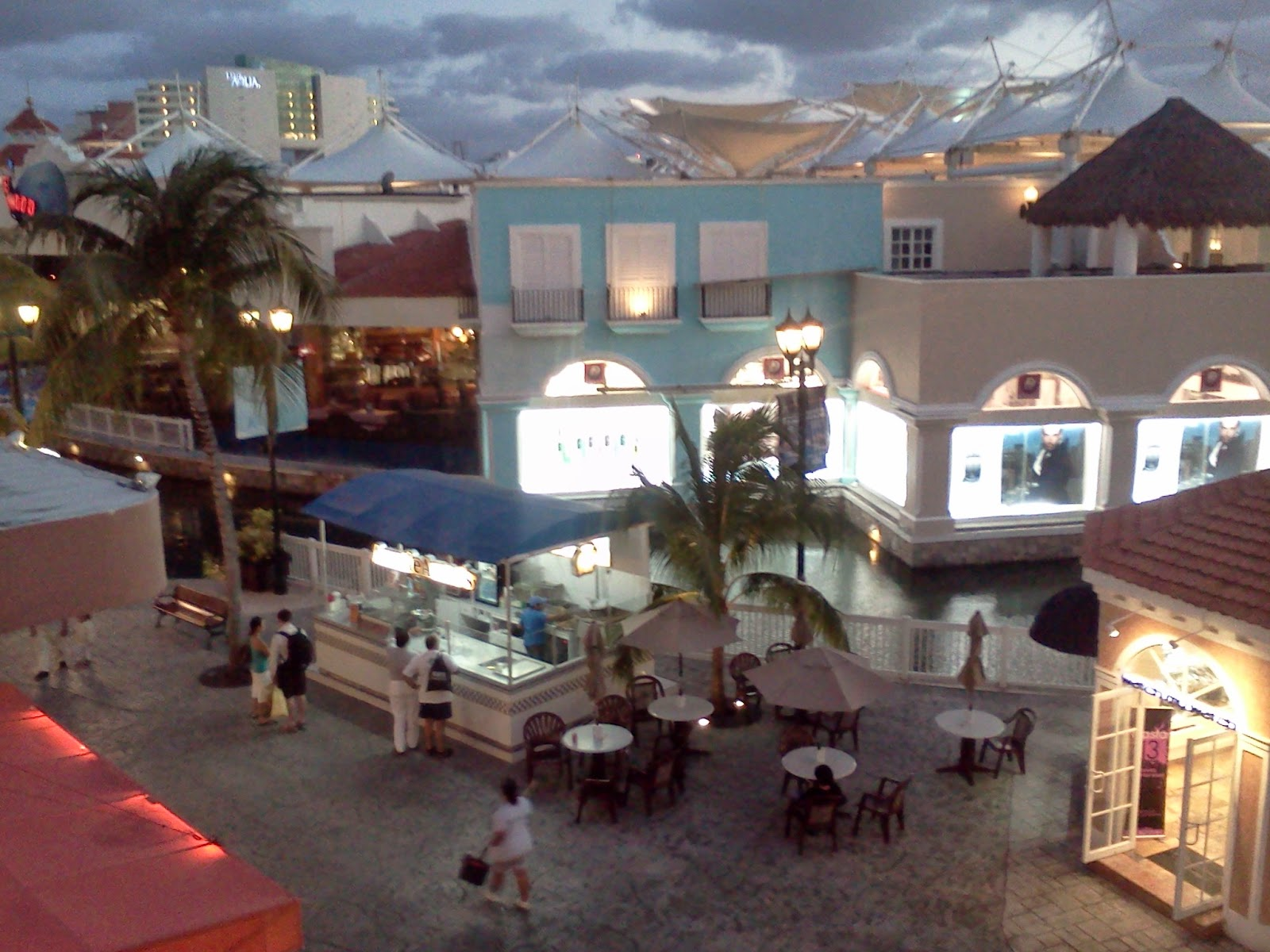 La Isla Mall at Dusk
