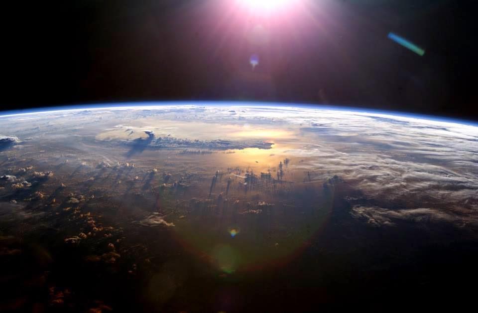 البث المباشر لمحطة الفضاء الدولية و صور مباشرة للأرض  من الفضاء مشهد مرعب و مثير