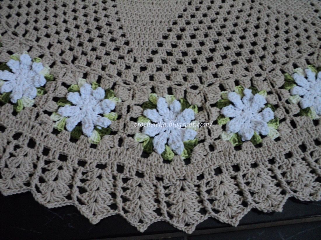 Leka: Tapete redondo com flores em croche