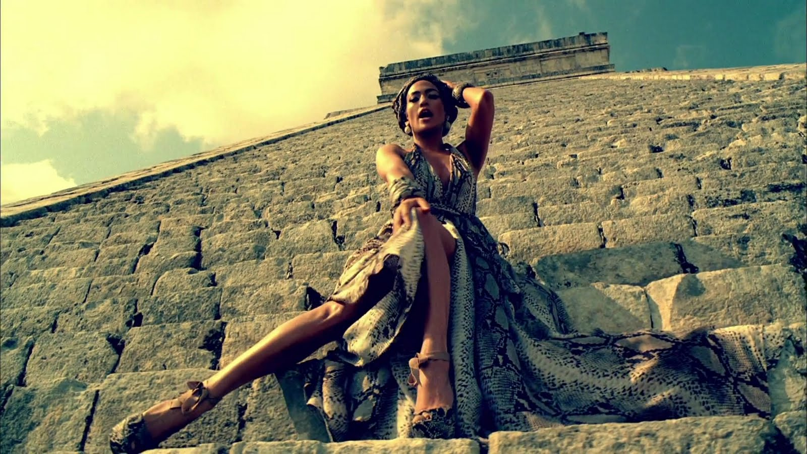 http://3.bp.blogspot.com/-_H4iSdK8Teg/Td1kX3wgqzI/AAAAAAAAAHE/Zyjs6MID4yk/s1600/Jennifer+Lopez+-+I_m+Into+You+ft.+Lil+Wayne-mero.mp4_snapshot_04.00_%255B2011.05.04_22.06.24%255D.jpg