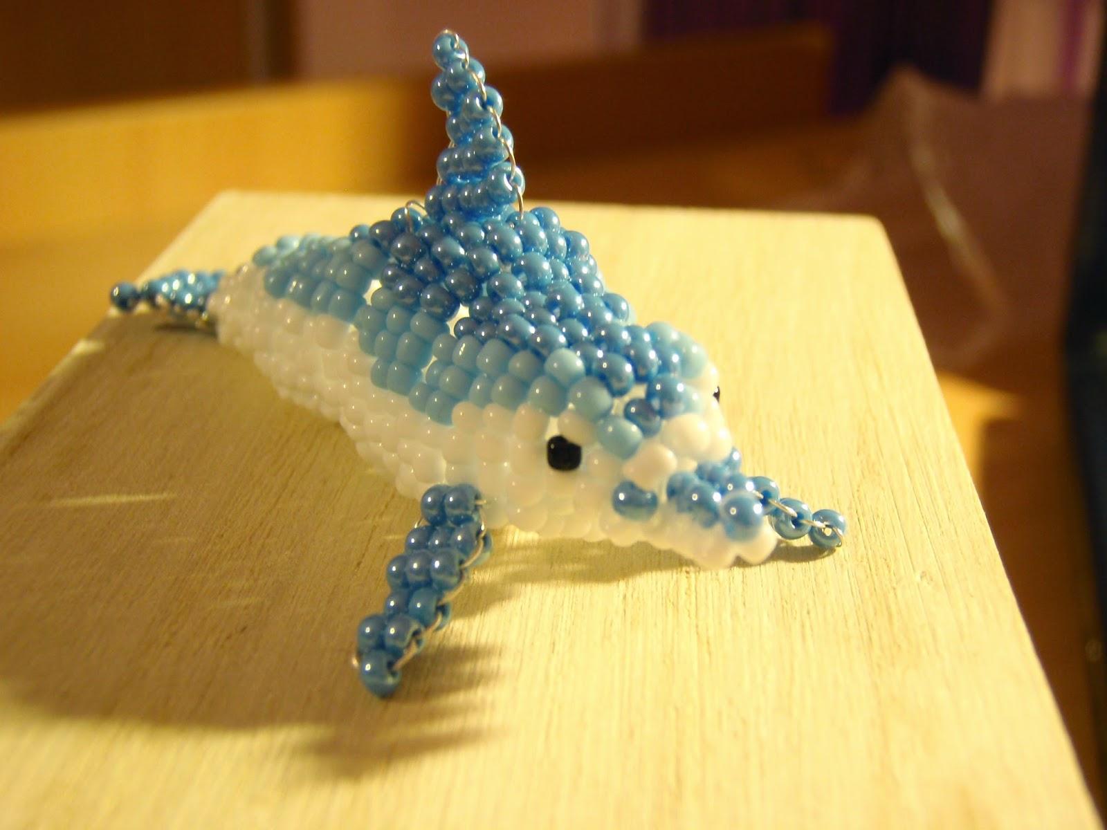 delfin z koralików
