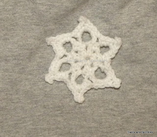 Swirls and Sprinkles: Easy and free crochet snowflake pattern
