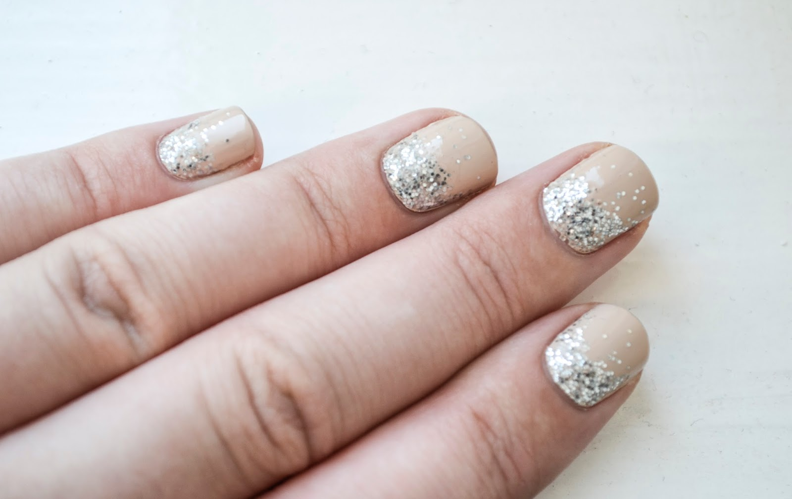 PROMISE 101: NAILED IT- REVERSE OMBRE-GLITTER.