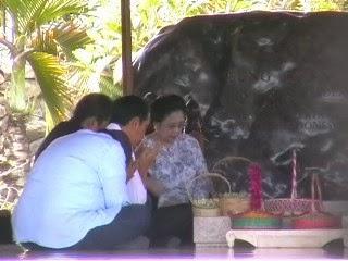 Foto Lucu Megawati Dan Jokowivideo Jokowi Megawati Nyekar Ke Makam