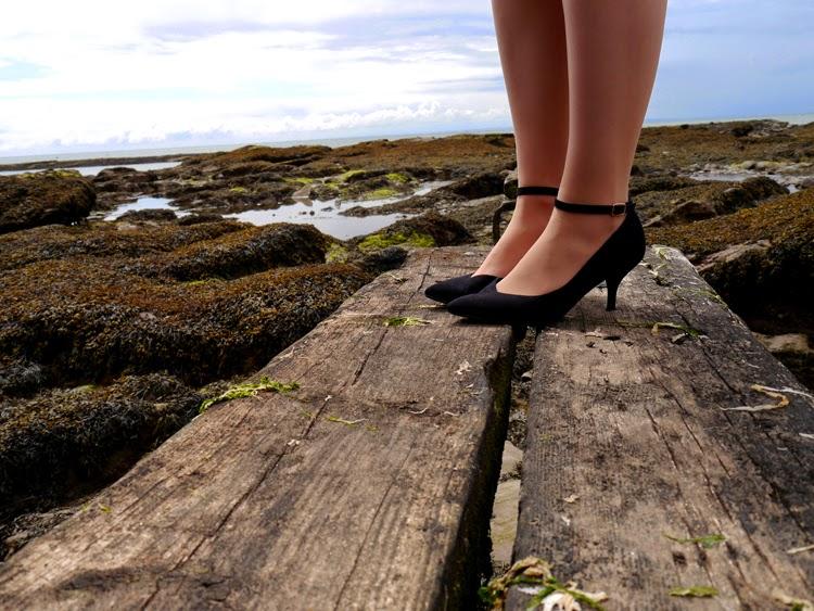 hawaii, Scotland, Arbroath, palm trees, ukelele, beach, fashion shoot, cliffs, Round O, photoshoot,