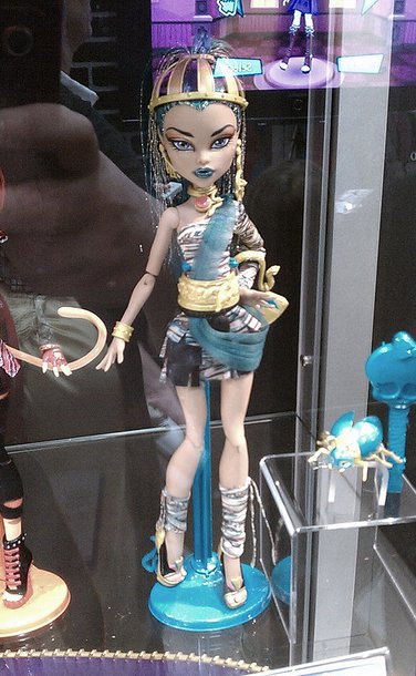 Collecting fashion dolls by terri gold the monster high craze - Nefera de nile ...