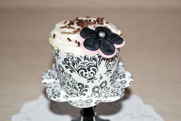 Cupcake blanco y negro flores