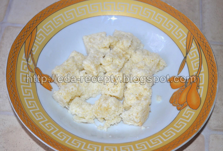 Рыбные котлеты из хека: хлеб замочить в молоке