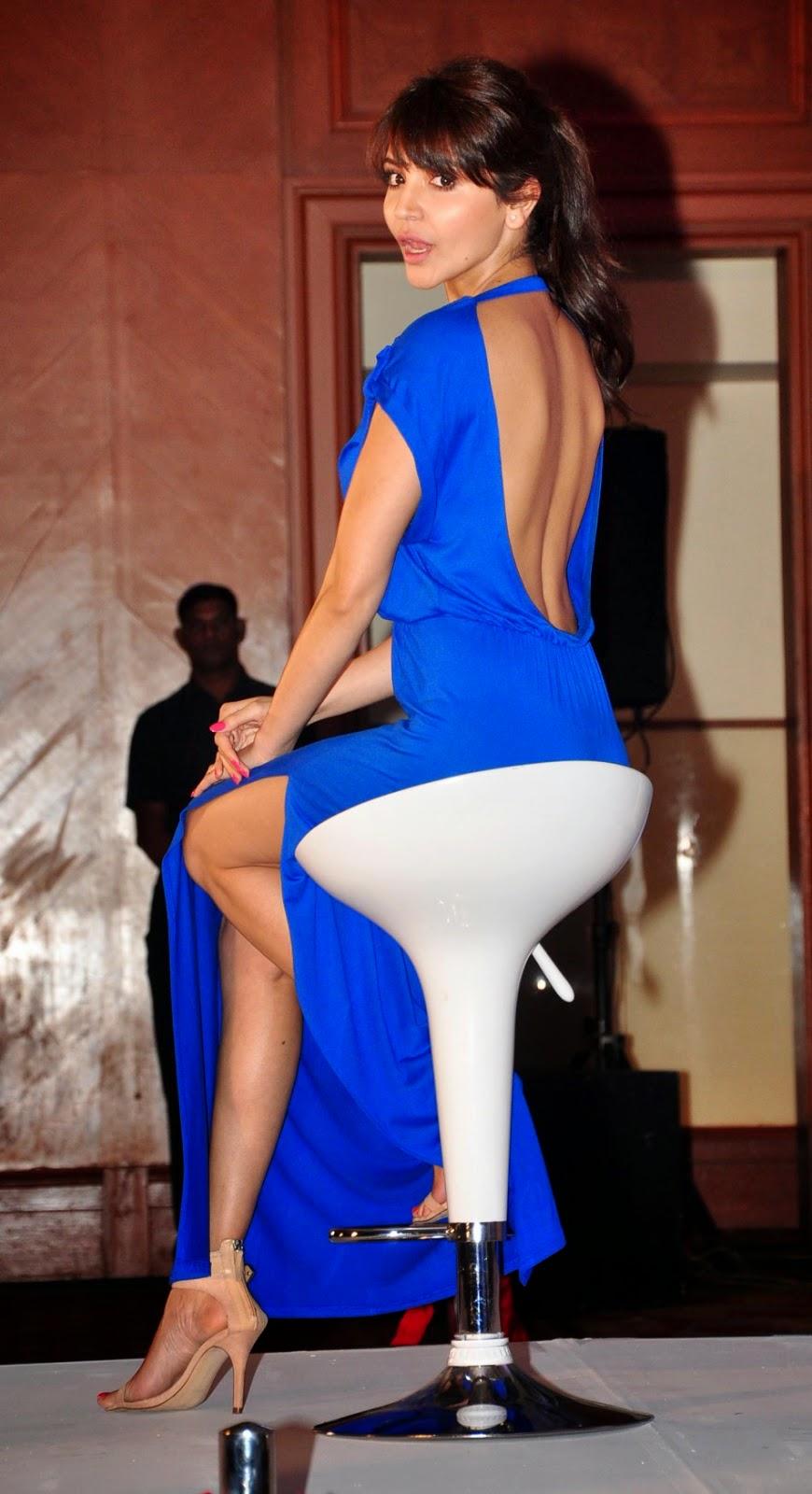 Anushka Sharma Flaunts Her Sexy Back