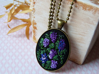 haftowana biżuteria, handmade jewerly, ebbroidered jewerly, naszyjnik z haftem, embroidered pendant, embroidered necklace, haft 3D, french knots