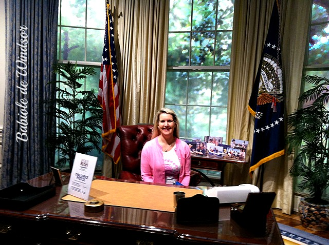 you too can have your photo taken in the oval office at the bush library bush library oval office