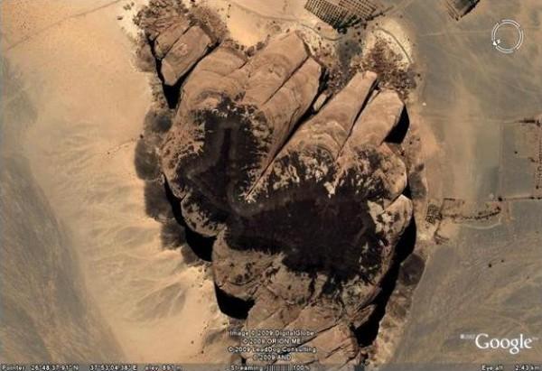 صخرة ناقة سيدنا صالح التى ذكرت في القران الكريم 3910438506.jpg