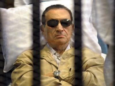 Hosni Mubarak ketika mendengar keputusan mahkamah di Kaherah.