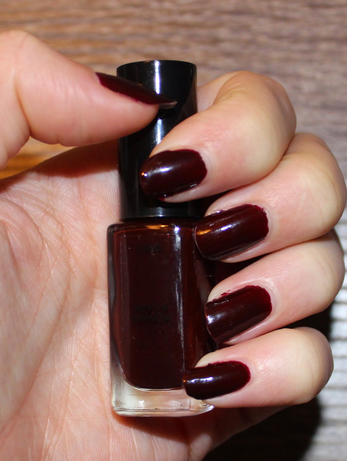 L'Oréal Infallible 2-Step Nail Colour in Always A Lady