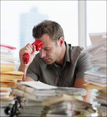 نصيحة للرجل.... لا تدع العمل يسرق عمرك -رجل مدمن عمل العمل  - workaholic-man