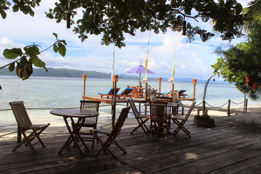 Paket perjalanan raja ampat dalam sehari teluk kabui - Raja laut dive resort ...