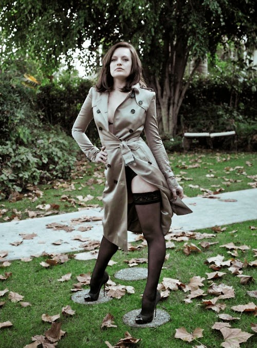 Elisabeth Moss hot legs