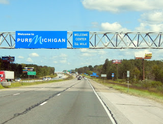 Michigan state line sign on Interstate 94