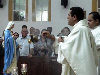 Imágens da Santa Missa das Mães