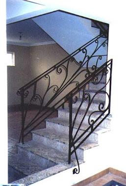 Instalação de escada em três mezanino ..
