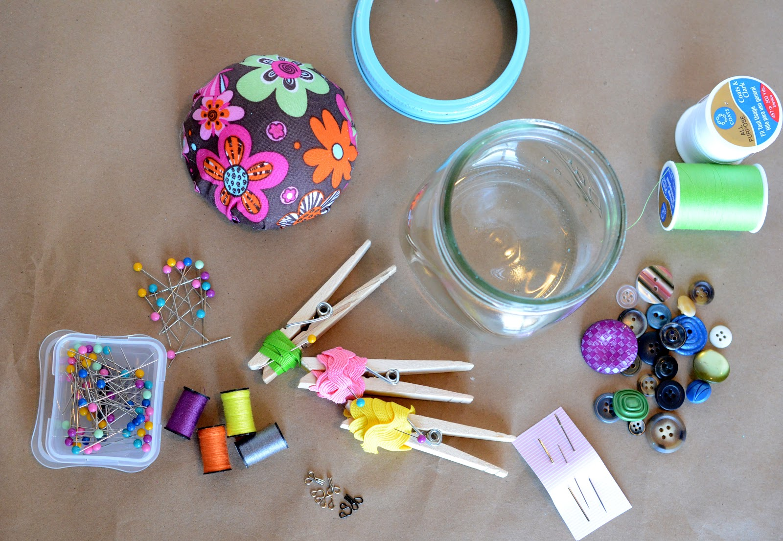 Diy sewing kit gift in a jar bless this mess things to but in a sewing kit sewing kit ideas homemade sewing kits solutioingenieria Gallery