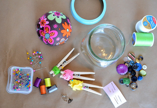 things to but in a sewing kit, sewing kit ideas, homemade sewing kits