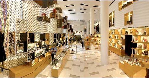 We adore Louis Vuitton store in Paris ! - 505 x 265  43kb  jpg