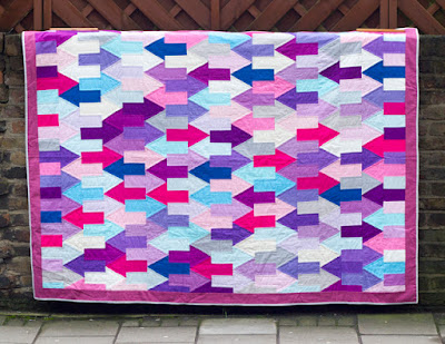 http://thevillagehaberdashery.co.uk/blog/2016/free-pattern-and-tutorial-emmajanes-arrows-quilt