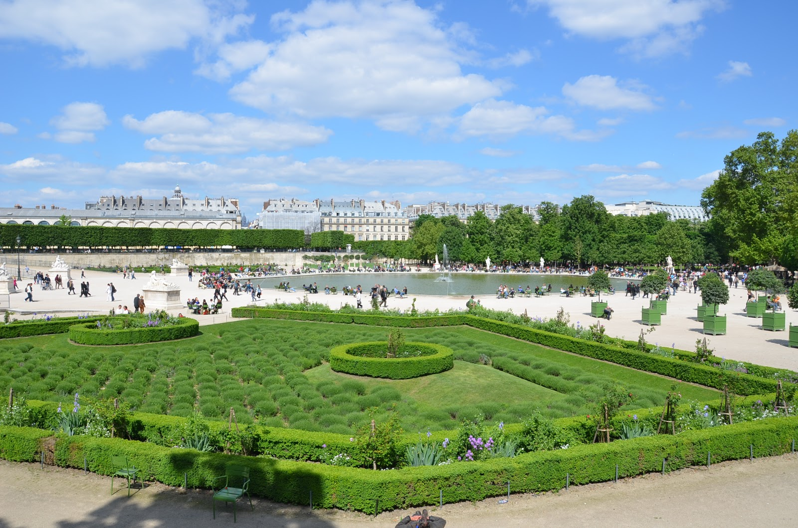 Paris day 2 how cheesy can it get frustrated pilot for Paris tuileries