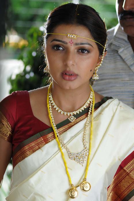 bhumika chawla in saree unseen pics