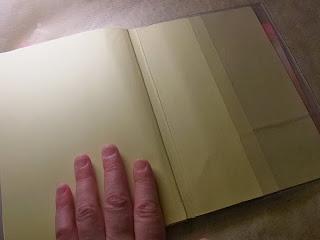 手帳にポケットが無いなら自分で付ければいいじゃない。