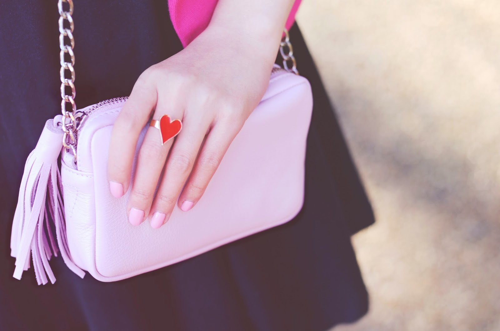 How to style pink bag