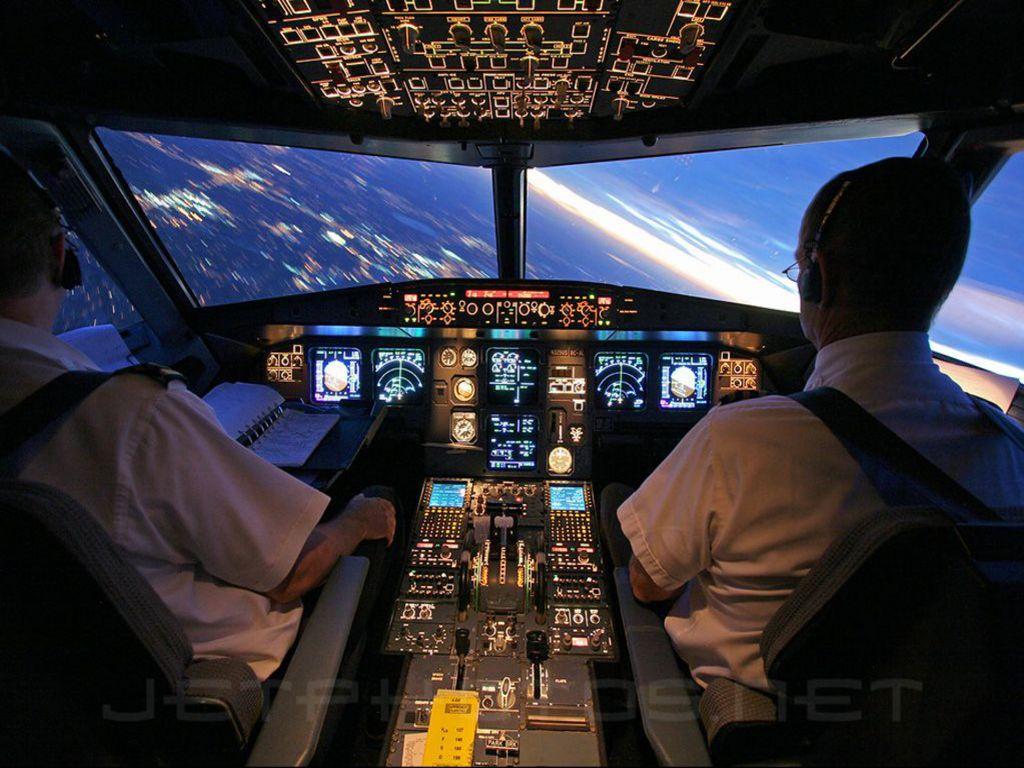 http://3.bp.blogspot.com/-_KC-36R45P8/T3nj1t3vcYI/AAAAAAAAHNU/wQNbaZOjv1U/s1600/Airbus_A320_Cockpit_Wallpaper__yvt2.jpg
