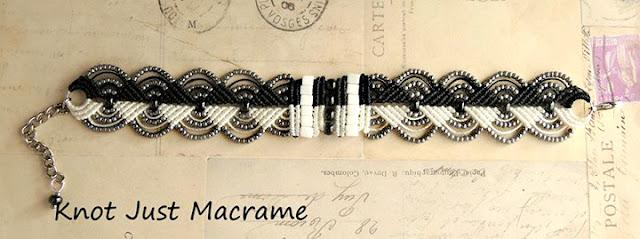 Tuxedo color micro macrame bracelet.