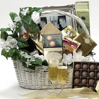 Whats the best gift top 10 best wedding gifts ideas either ordering the professional wedding gift basket or making gift basket by yourself will be a caring and personalized choice because you can put the solutioingenieria Gallery
