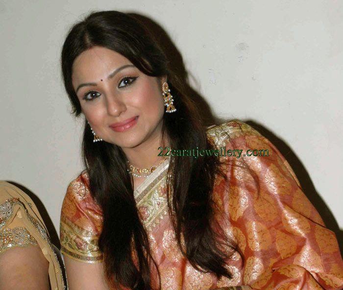 Priyanaka Upendra In Kundan Diamond Necklace And