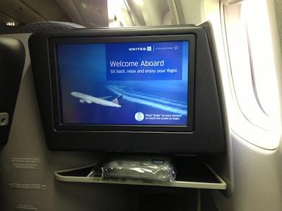 foto de la pantalla en los asientos de primera de united airlines