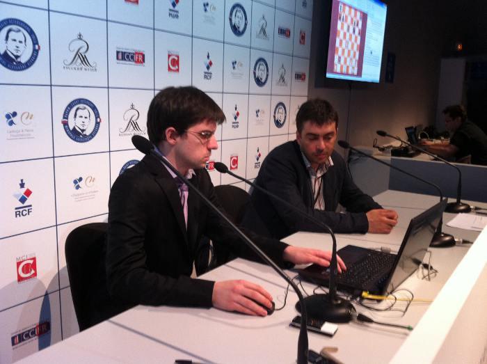 Aux commentaires, le Suisse Yannick Pelletier et l'Ukrainienne Kateryna Lahno © Chess & Strategy