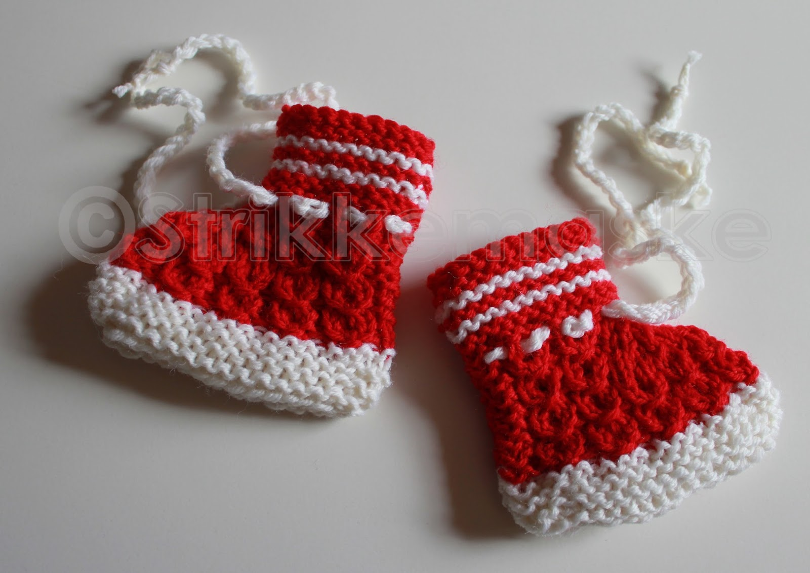 Strikka knallrøde babybooties